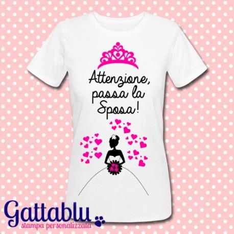 Idee Regalo Per Addio Al Nubilato.T Shirt Donna Attenzione Passa La Sposa Idea Regalo Per Addio Al Nubilato